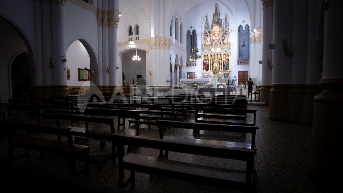 La Basílica de Guadalupe vacía en medio de la celebración de la Fiesta de la Virgen.