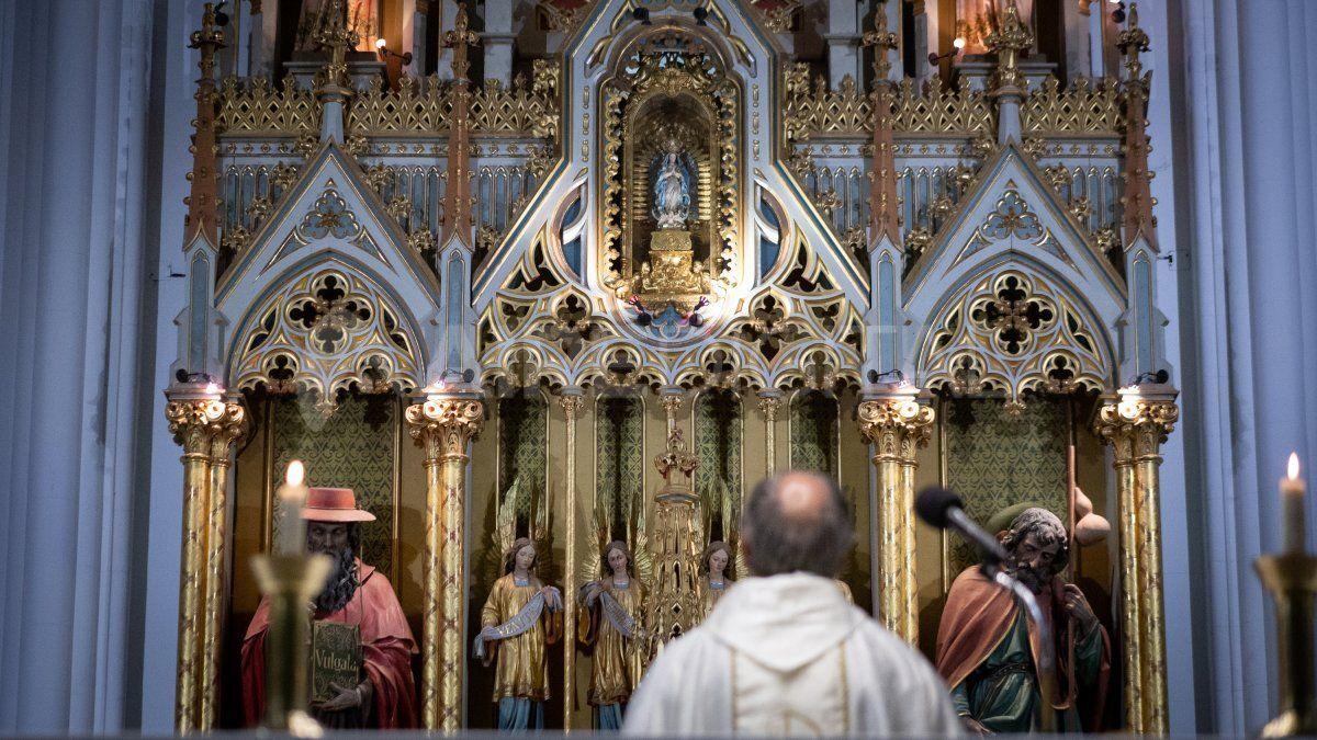 En las misas se permite la asistencia de 10 personas como máximo.