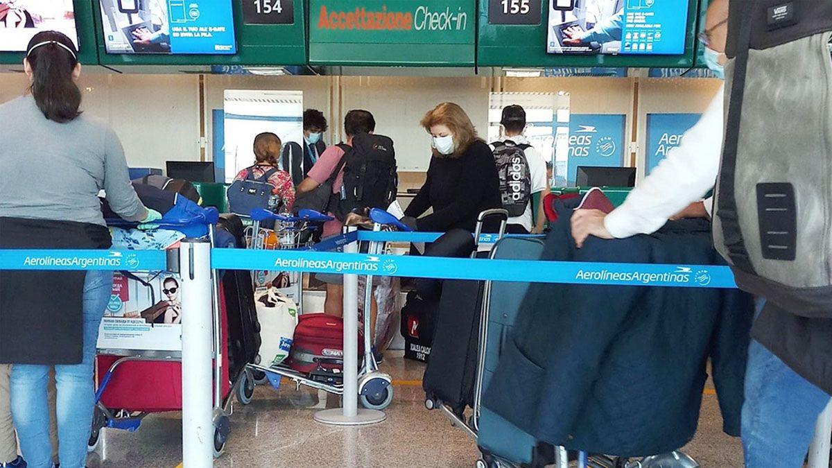 243 personas arribaron esta mañana en un vuelo especial de Aerolíneas Argentinas