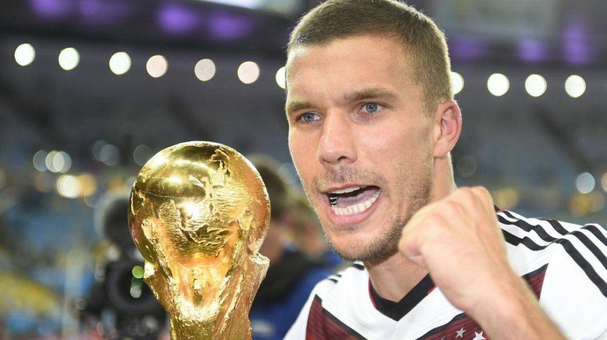 Lukas Podolski quiere seguir jugando al fútbol y tiene la intención de probar suerte en el fútbol sudamericano.