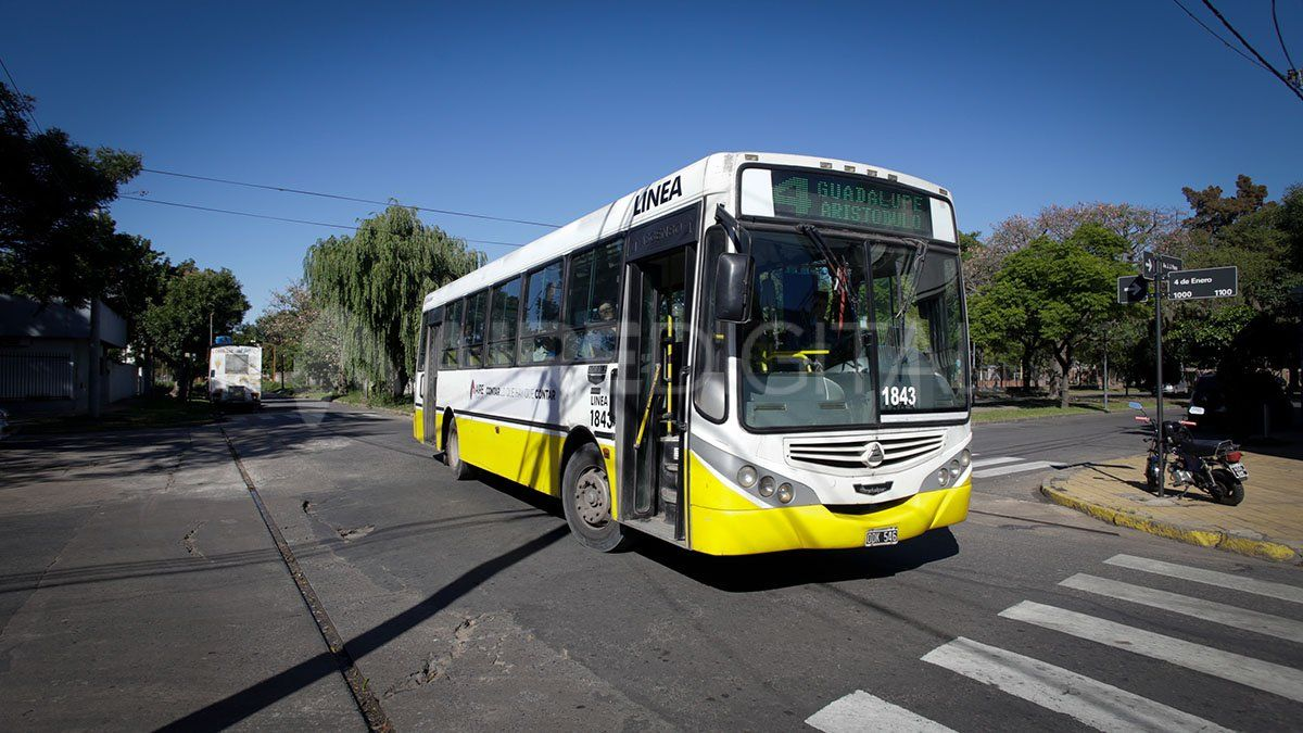Los colectivos de corta y media distancia llevanquince días sin prestar servicio en Santa Fe y en gran parte del interior de la Argentina.