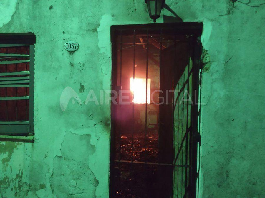 Una vivienda en barrio San José volvió a incendiarse luego de que apagaran el fuego.