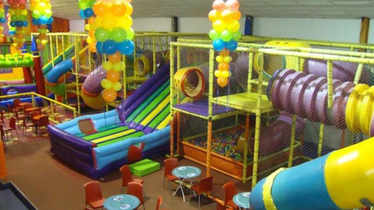 Una de las propuestas que surgió consiste en el armado de plazas de juegos en espacios abiertos y en las que se buscará limitar el contacto de los menores con los alimentos.