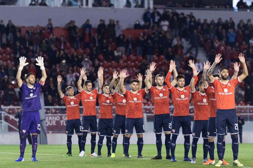 El médico del club de Avellaneda dice que es irrealizable aplicar el protocolo sanitario de la Bundesliga en el fútbol argentino.