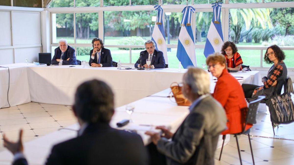 El presidente Alberto Fernández junto al jefe de ministros
