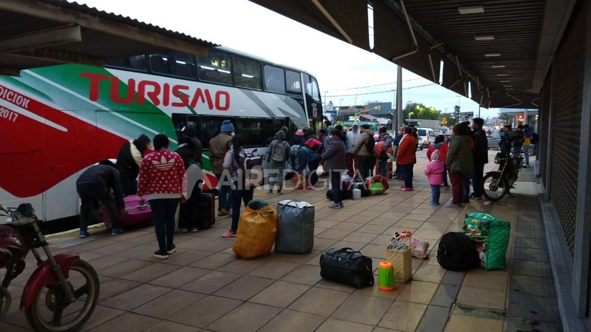 La Municipalidad coordinó el traslado de 36 personas oriundas de Chaco que estaban varadas en la ciudad desde marzo.
