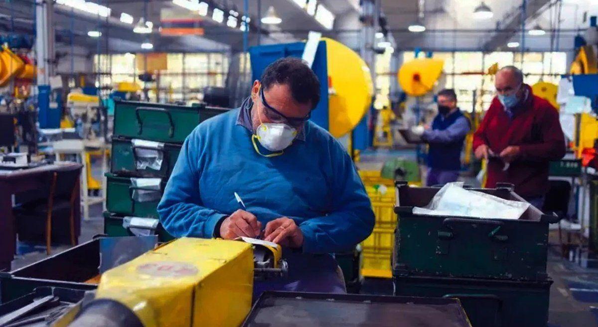 Según el Indec, la economía se hundió 5,4% en el primer trimestre del año