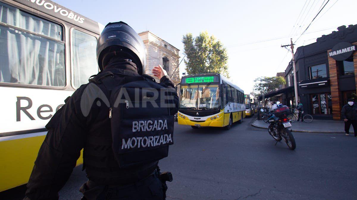 Durante el martes, los colectiveros coparon la ciudad pero sin pasajeros para pedir por su sueldo.