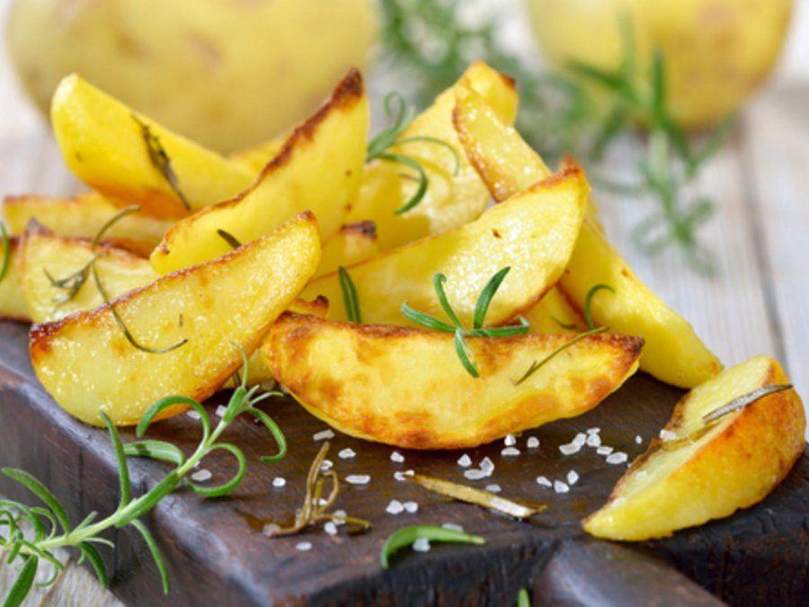 Papas fritas sin aceite para disfrutar un snack saludable.