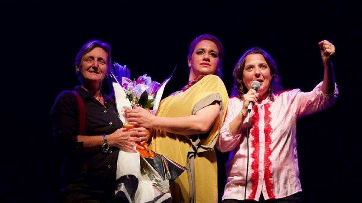 Tres mujeres hablan poco fue la primera obra transmitida desde un teatro por streaming y sin público.