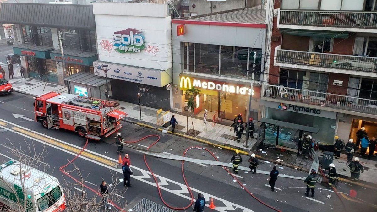 Una perfumería de Villa Crespo se incendió y luego hubo al menos dos explosiones.