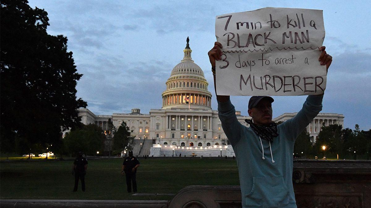 Las protestas en Estados Unidos por George Floyd fueron mayormente pacíficas y las calles del país estuvieron mucho más calmas desde que el crimen del afroamericano a manos de un policía blanco desató los mayores disturbios raciales en el país en medio siglo