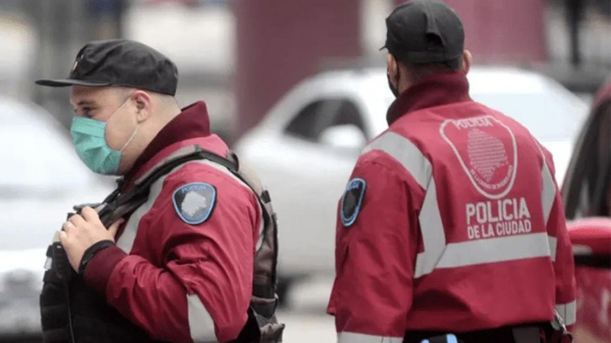 Conmoción por el hallazgo de un cuerpo dentro de un auto en Belgrano