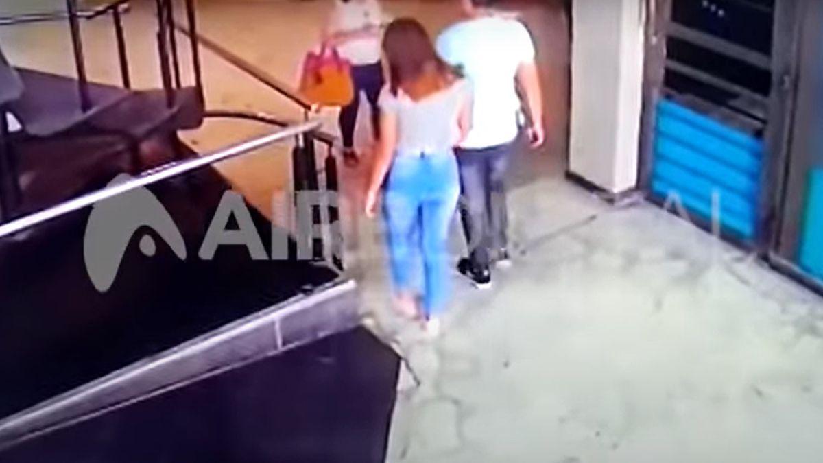La joven fue acusada de haber entrado con el otro coimputado