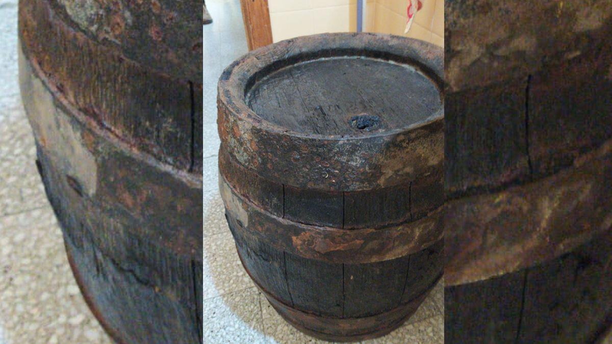 La bajante del río dejó al descubierto un barril que sería parte de un naufragio del siglo XIX