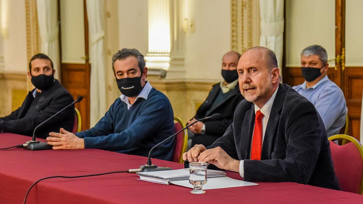 El gobernador Omar Perotti y el intendente de Rosario Pablo Javkin junto a otros intendentes habilitaron las reuniones familiares y actividades deportivas en la provincia.