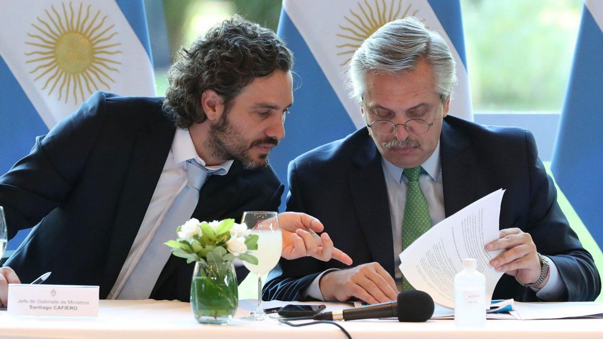 El presidente Alberto Fernández junto al jefe de Gabinete de la Nación