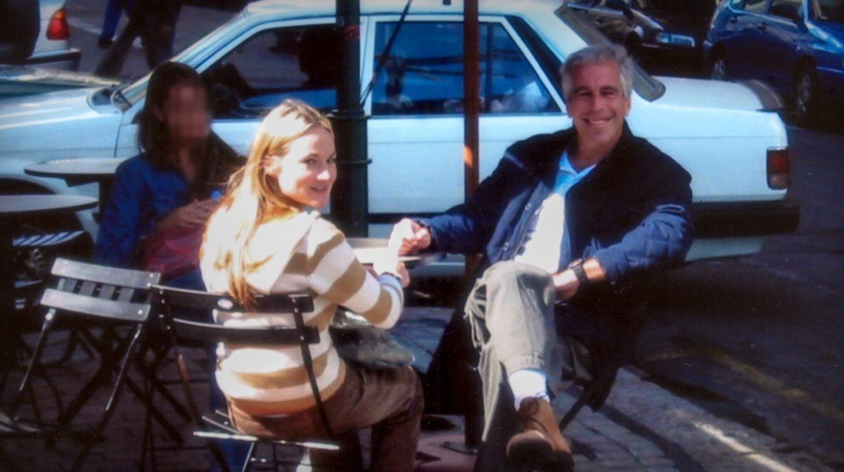 Maria Farmer junto a Jeffrey Epstein