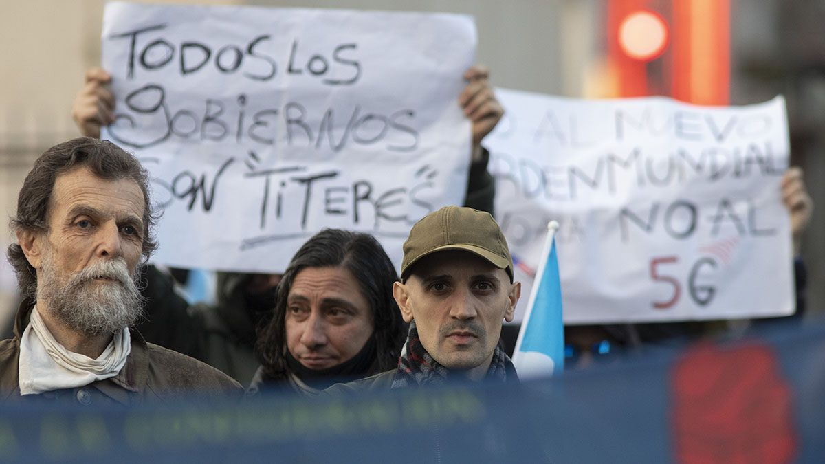 Manifestantes protestaron este sábado por la tarde alrededor del Obelisco.