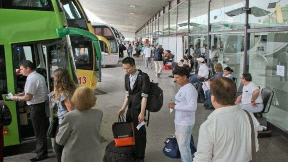 Alarma en la terminal de ómnibus de Rosario por un repatriado de Perú con coronavirus