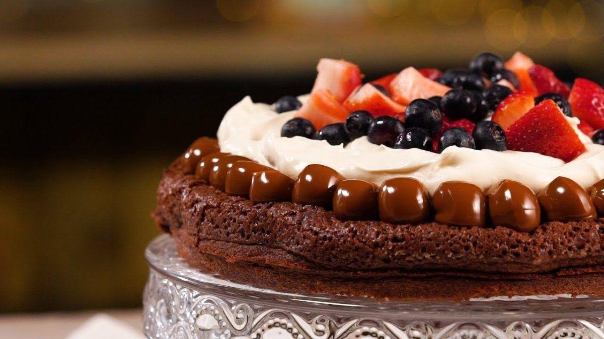 Brownie de chocolate con crema