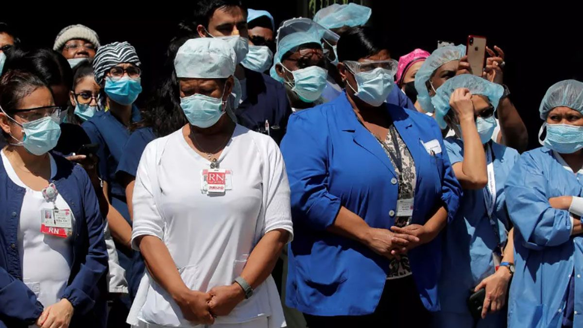 El sistema de salud de Nueva York colapsó y murieron miles de personas por la pandemia.