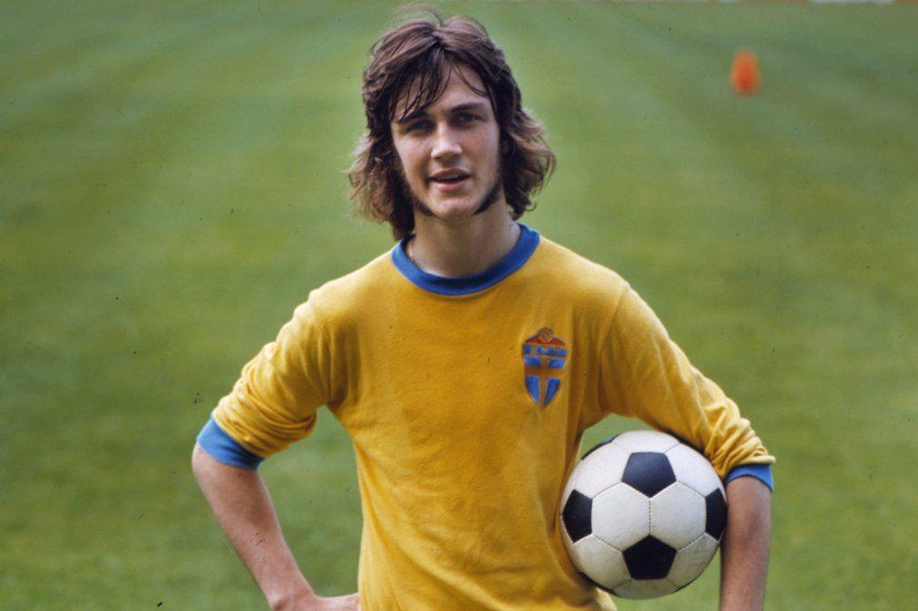 Edström recordó cuando sujetos que no conocían lo interrogaron frente a un militar en una habitación de hotel durante el Mundial de Argentina 1978.