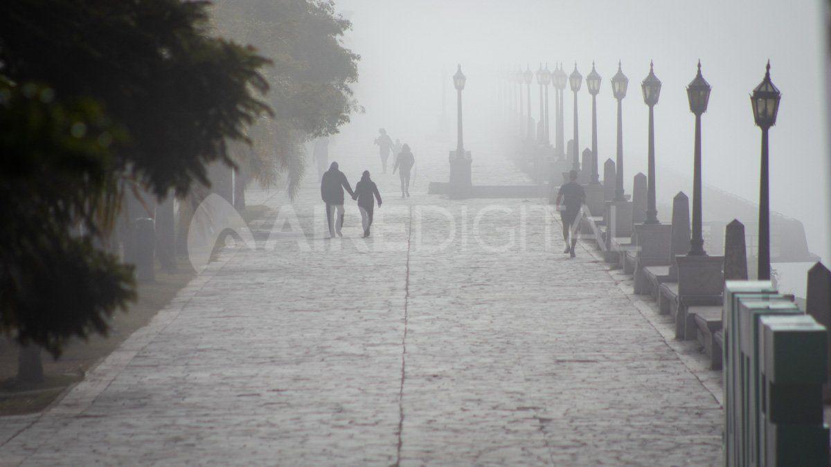 La niebla se adueñó de Santa Fe