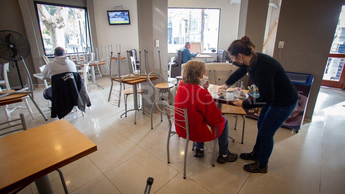 Los bares reabrieron este lunes en Santa Fe tras más de 80 días sin funcionar.