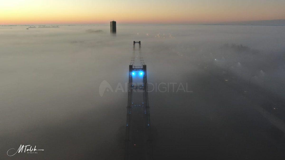 Las imágenes desde el aire dejan ver a la ciudad de Santa Fe oculta tras las nubes bajas