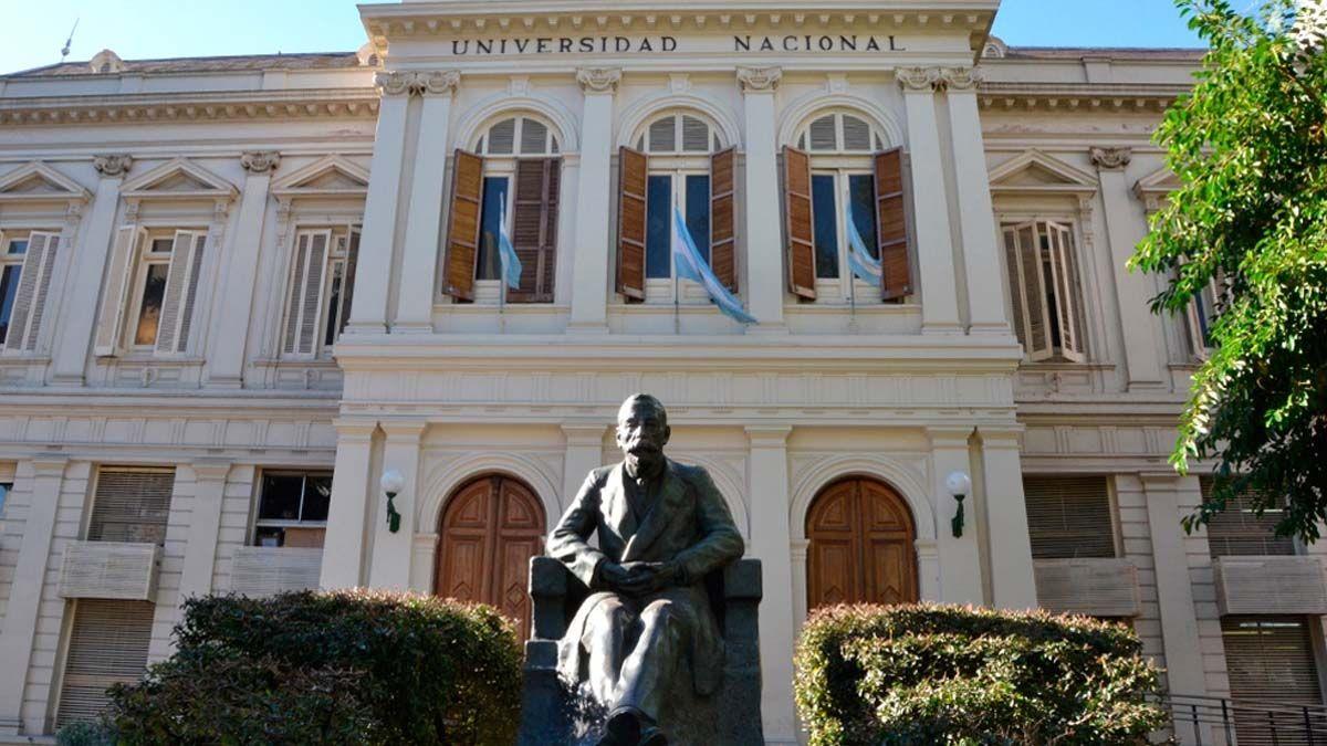 Las universidades nacionales de todo el paísse aprestan a cerrar la cursada del primer cuatrimestre atípico al que debieron adaptarse. Imagen de la Universidad Nacional de La Plata.