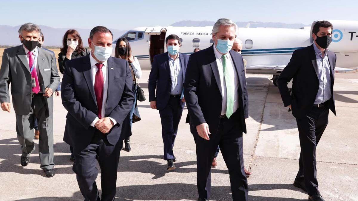 La noticia de que Martín Insaurralde tiene coronavirus impactó rápidamente en la comitiva presidencial que se encontraba en ese momento en La Rioja y también en la gobernación bonaerense.
