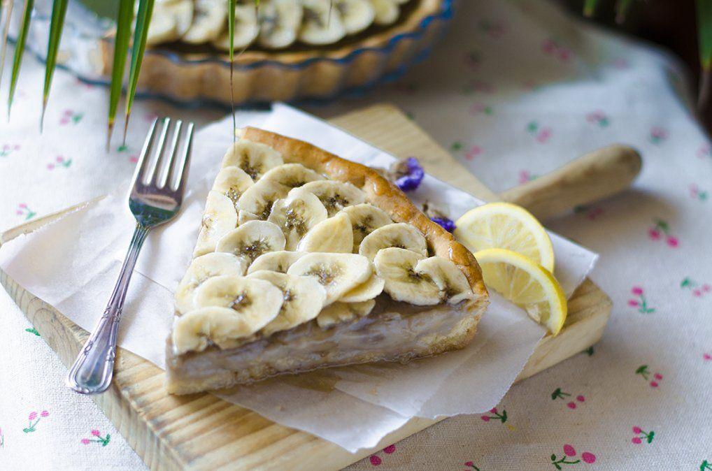 Tarta deliciosa de banana y crema pastelera.