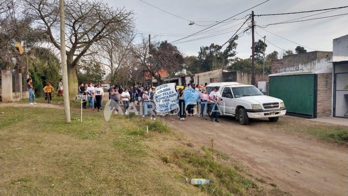 Vecinos de La Guardia marcharon en reclamo de justicia por la muerte de Franco Scola