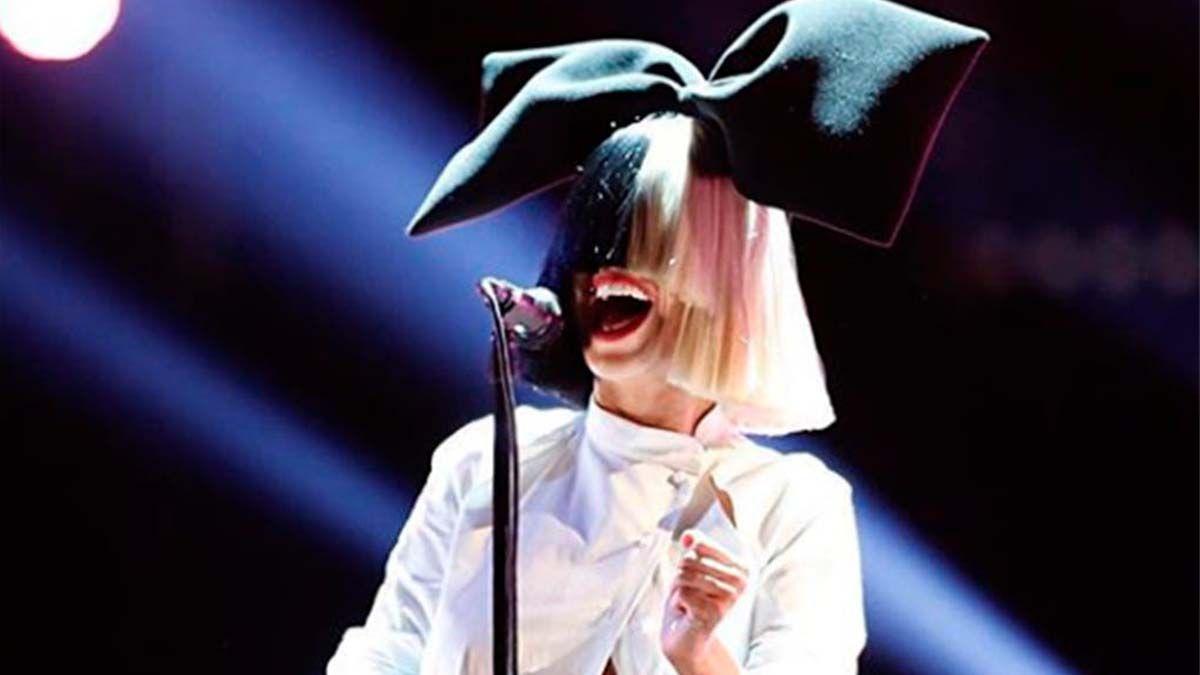 Sia cumplió el sueño de una fan mexicana que padece cáncer de mama en estado terminalCrédito: Instagram