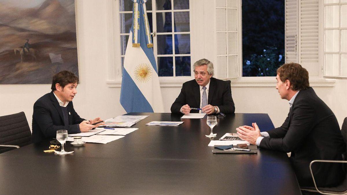 Alberto Fernández junto a Axel Kicillof y Diego Santilli en la residencia de Olivos.