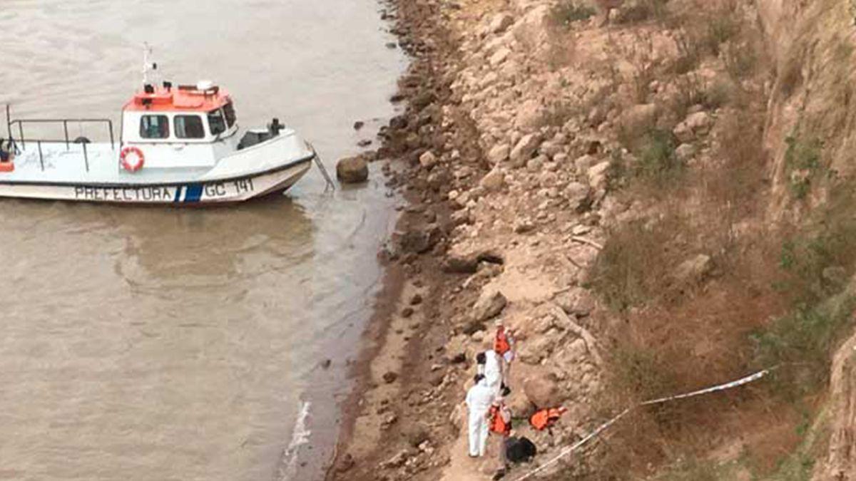 El equipo forense determinó que los huesos encontrados se vincularían a dos personas mayores de 40 años. El fiscal a cargo de la investigación relevará las cámaras de seguridad de la zona.