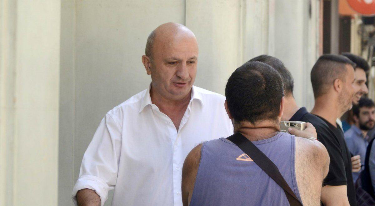 El presidente de Lanús apuntó contra Gallardo por pedir el regreso a los entrenamientos.