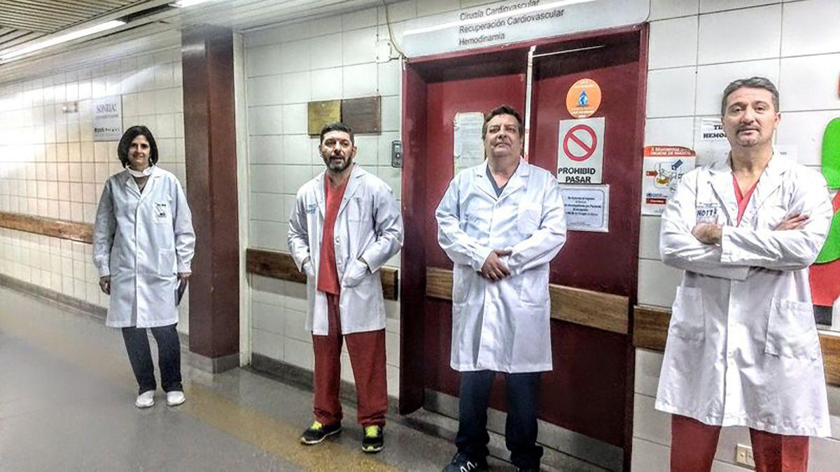 LA MÉDICA MARÍA MACKERN Y LOS MÉDICOS CRISTIAN GROBA