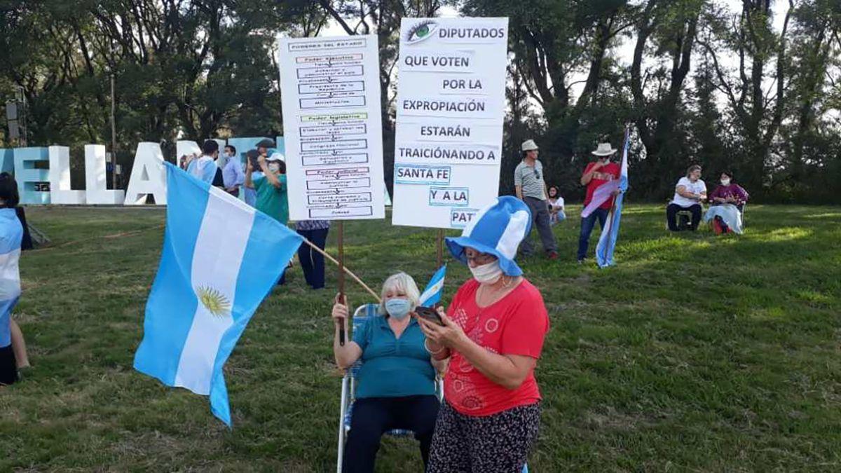 Los manifestantes se presentaron con carteles contra la intervención de Vicentin