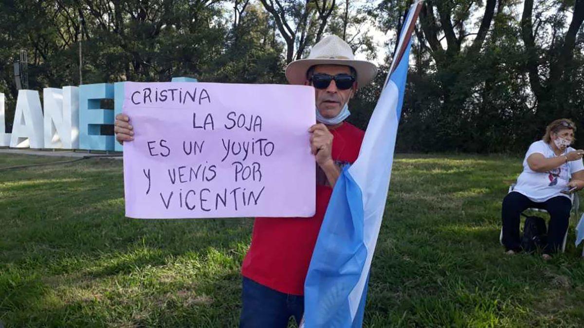 Los manifestantes rechazan la intervención del Estado nacional en una empresa privada.