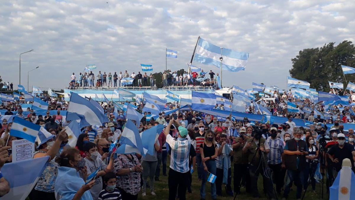 Una multitud se reunió en la intersección de la ruta nacional 11 y la ruta provincial 31 para reclamar por la intervención de Vicentin.