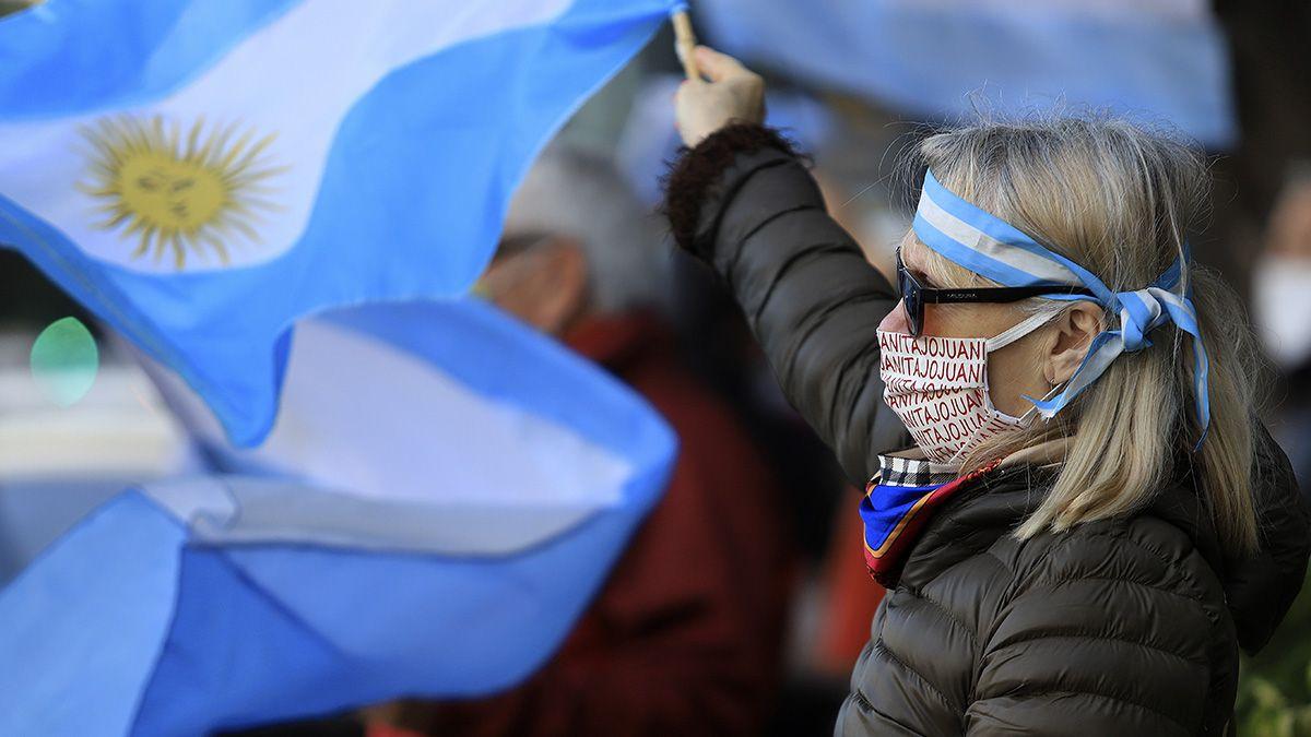 La manifestación en la ciudad de Buenos Aires y otras ciudades argentinas comenzó en horas de la tarde del sábado.