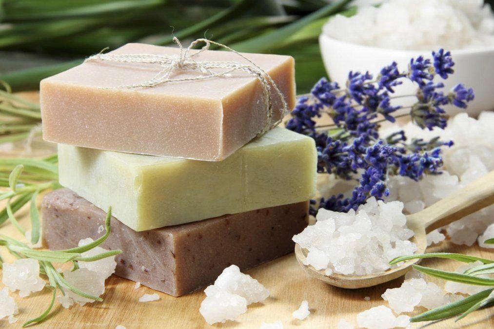 Jabón exfoliante casero para una buena limpieza de cutis.