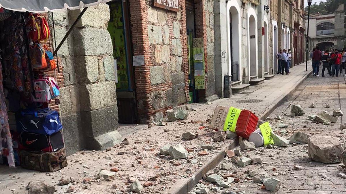 La Cruz Roja de Oaxaca inició el monitoreo en sus diferentes delegaciones. En primeras imágenes muestra algunas bardas caídas en el Centro Histórico de la ciudad de Oaxaca.