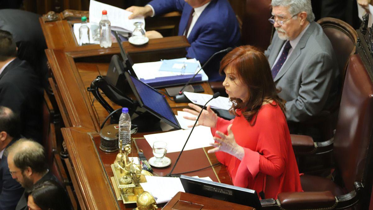 Cristina Kirchnerpresidiendo sesión en el Senado de la Nación.