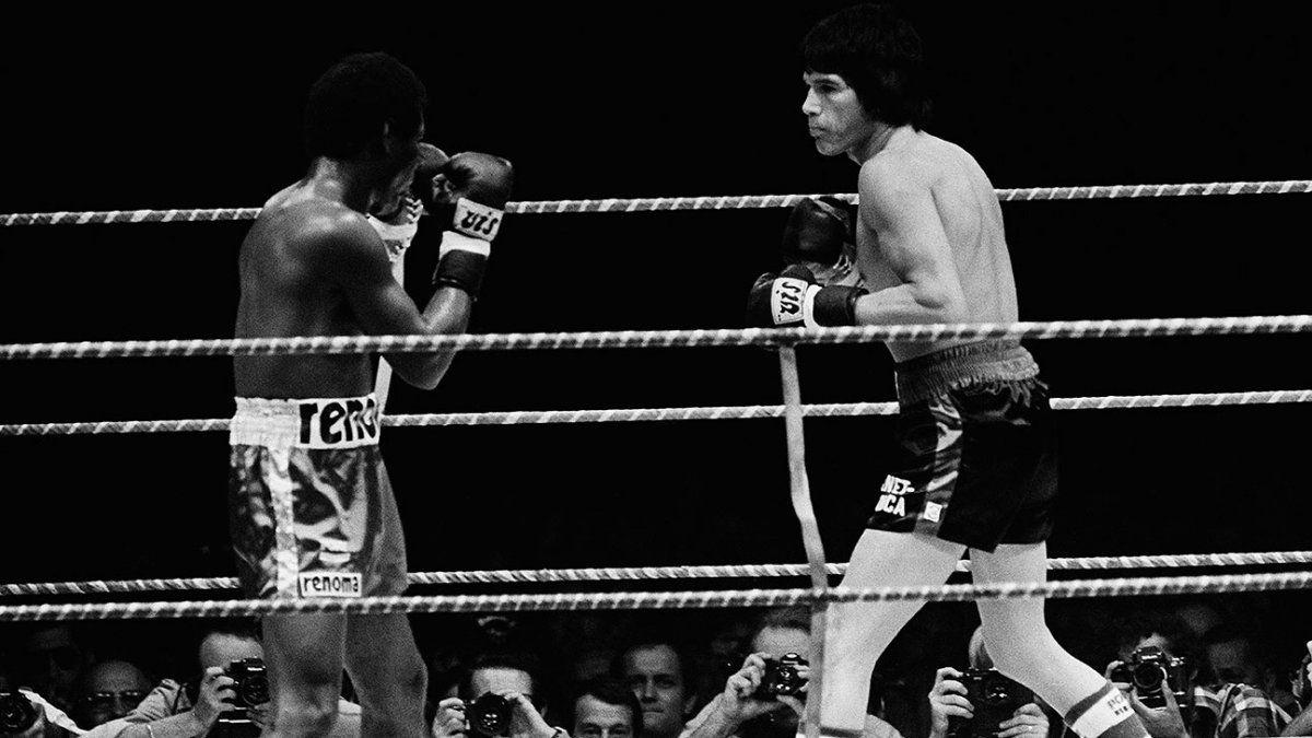 Escopeta recuperó sobre el ring lo queel CMB le había quitado en un escritorio en 1974 tras vencer a Mantequilla Nápoles.