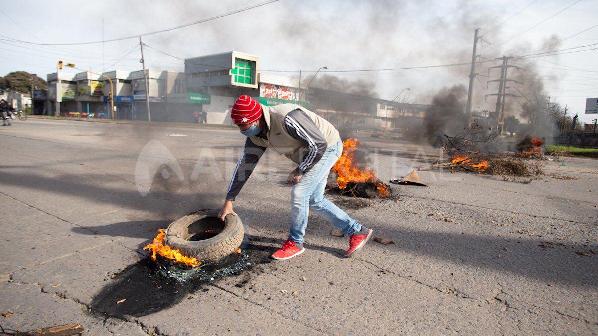 Usurpadores vuelven a cortar el tránsito en Aristóbulo del Valle y Gorriti