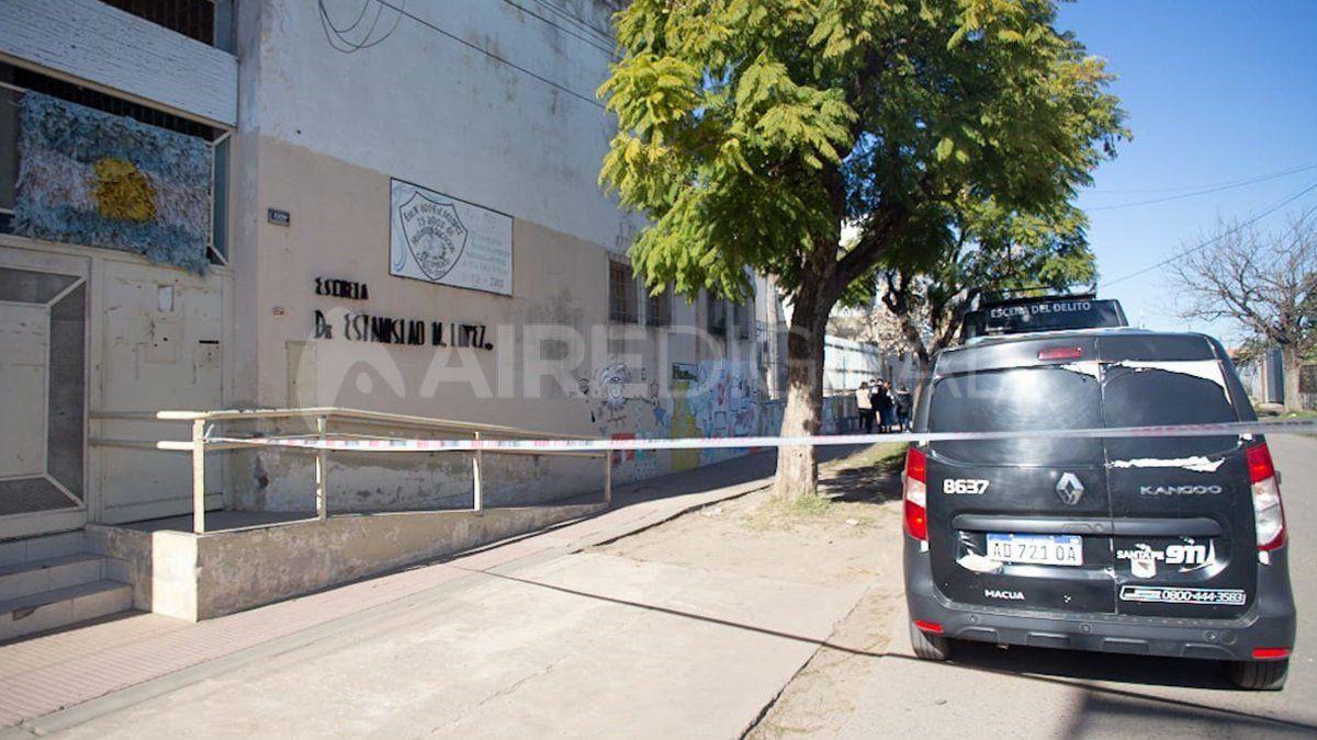 Los peritos colocaron una faja de seguridad para custodiar el lugar donde fue hallado el cuerpo.