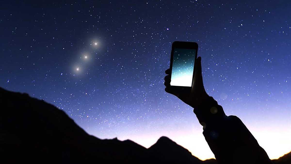 En la aparente quietud del cielo nocturno
